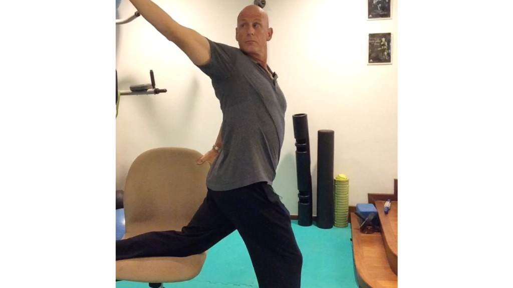 3-Steps-to-an-upright-posture-in-your-office-chair-Step-3-1024x576